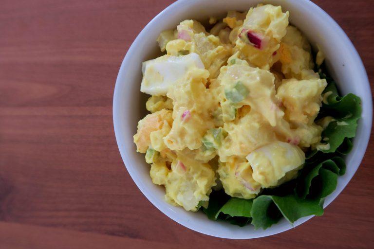 Salada de batata com ovos super saborosa da Catia