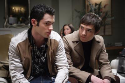"GOSSIP GIRL - Penn Badgley as Dan and Ed Westwick as Chuck in ""School Lies"""