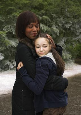 PICTURES OF HOLLIS WOODS - Alfre Woodard as Edna Reilly and Jodelle Ferland as Hollis Woods on CBS