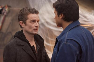 """SMALLVILLE -  James Marsters as Brainiac and Tom Welling as Clark Kent in """"Persona"""""""