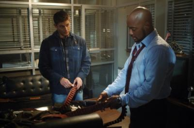 """SUPERNATURAL - Jensen Ackles as Dean Winchester and Charles Malik Whitfield as Sgt Hendriksen in """"Jus In Bello"""""""