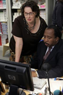 "THE OFFICE - Phyllis Smith as Phyllis Lapin, Leslie David Baker as Stanley Hudson in ""The Chairmodel"""