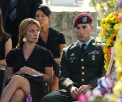 Army Wives - Roxy (Sally Pressman) and Trevor (Drew Fuller)