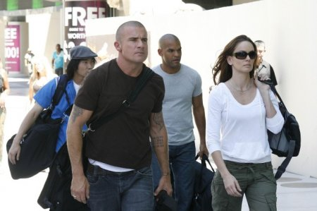 Prison Break - Roland (James Hiroyuki Liao), Lincoln (Dominic Purcell), Sucre (Amaury Nolasco) and Sara (Sarah Wayne Callies)