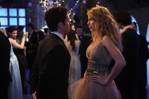 Penn Badgley as Dan and Blake Lively as Serena