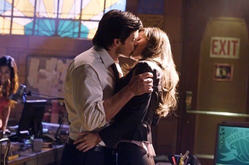 SMALLVILLE - Clark Is Kissing Lois! | TV Equals