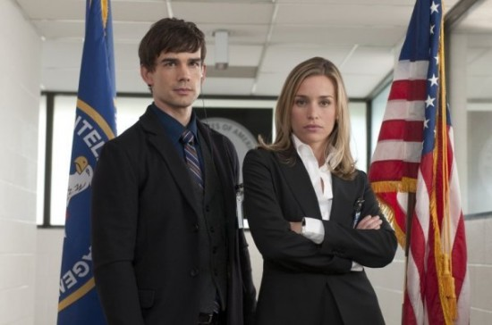 Piper Perabo as Annie Walker, Christopher Gorham as Auggie - COVERT AFFAIRS