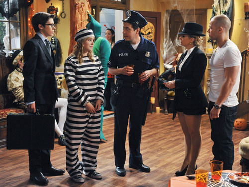 """MELISSA & JOEY """"A Fright in the Attic"""""""