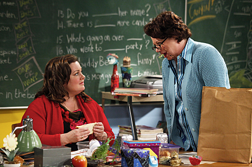 """MIKE & MOLLY """"Peggy Shaves Her Legs"""" Episode 19"""