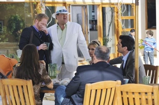 MODERN FAMILY See You Next Fall