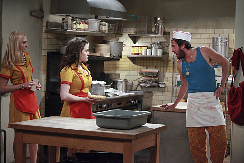 2 BROKE GIRLS (CBS) (4)