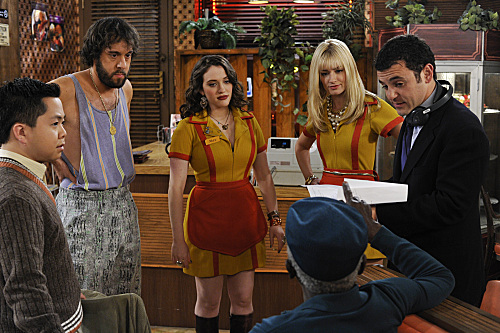 2 Broke Girls (CBS) And the Pop-Up Sale