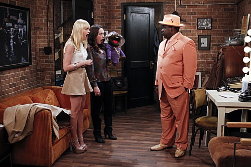 2 Broke Girls Season 2 Episode 5 And The Pre-Approved Credit Card (3)