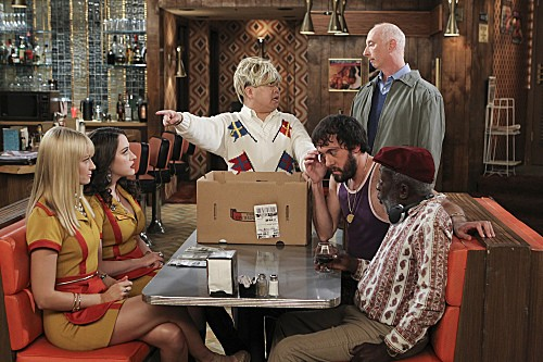 2 Broke Girls Season 2 Episode 7 And The Three Boys With Wood (8)