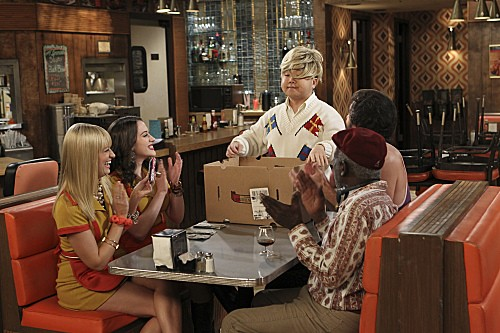 2 Broke Girls Season 2 Episode 7 And The Three Boys With Wood (7)