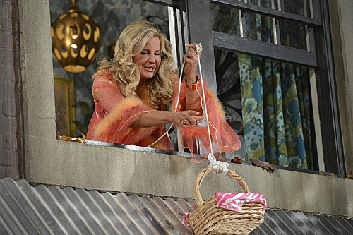 2 Broke Girls Season 2 Episode 8 And the Egg Special (7)