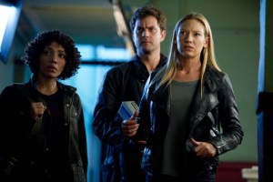 Fringe Season 5 Episode 6 Through the Looking Glass and What Walter Found There (2)