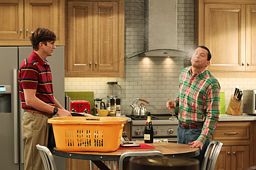 Two and a Half Men Season 10 Episode 11 Give Santa A Tail-Hole (10)