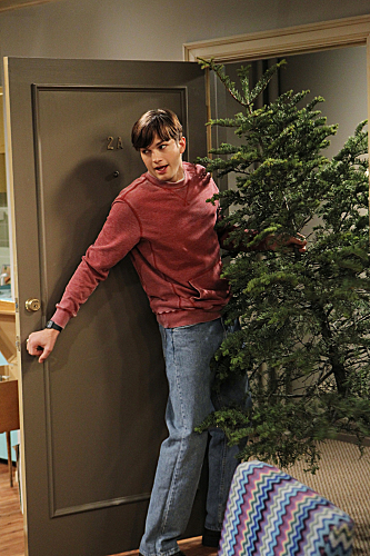 Two and a Half Men Season 10 Episode 11 Give Santa A Tail-Hole (8)