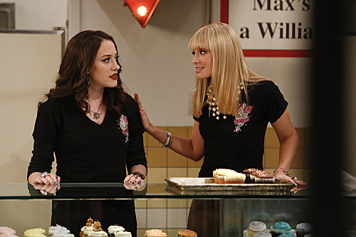 2 Broke Girls Season 2 Episode 14 And Too Little Sleep (4)