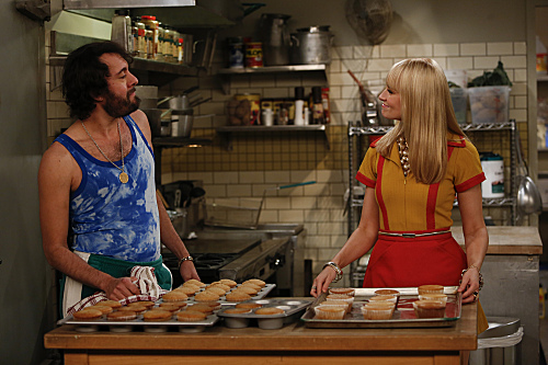 2 Broke Girls Season 2 Episode 14 And Too Little Sleep (2)