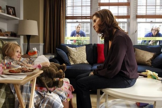 The Neighbors Episode 12 Cold War (5)