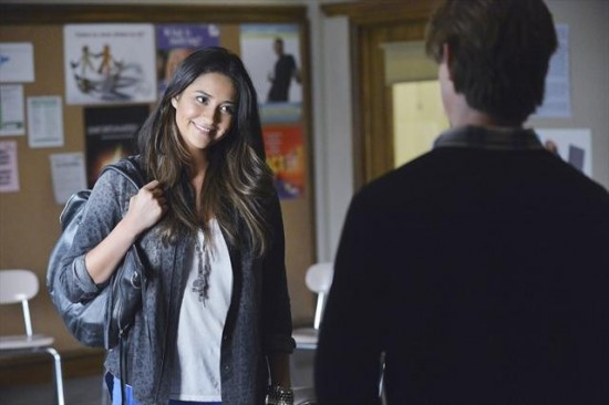 Pretty Little Liars Season 3 Episode 19 What Becomes of the Broken-Hearted (1)