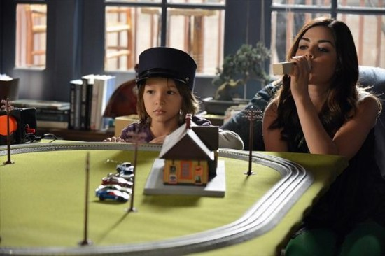 Pretty Little Liars Season 3 Episode 21 Out of Sight, Out of Mind (6)
