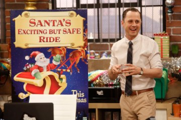 Dads Season 1 Episode 11 The Glitch That Stole Christmas (11)