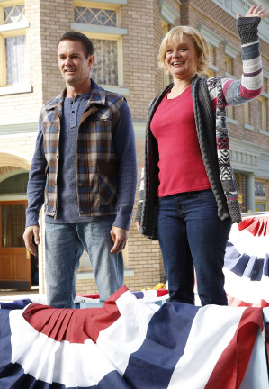 Raising Hope Episodes 9 & 10 The Chance Who Stole Christmas;Bee Story (4)