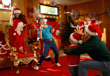 Raising Hope Episodes 9 & 10 The Chance Who Stole Christmas;Bee Story (13)