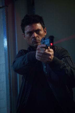 Almost Human Season 1 Episode 8 You Are Here (2)
