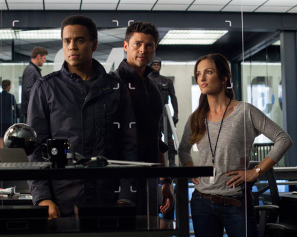 Almost Human Season 1 Episode 10 Perception (1)