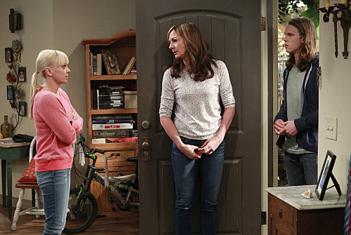 Mom Season 2 Episode 8 Free Therapy and a Dead Ladys Yard Sale 07