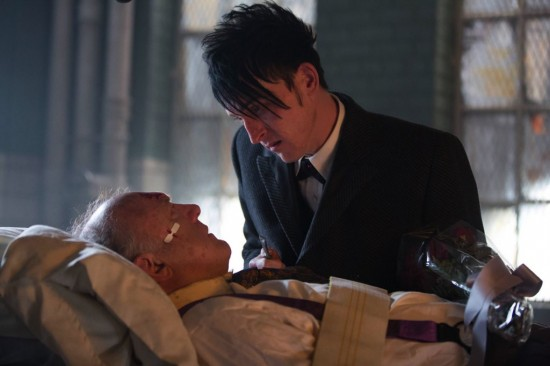 Gotham All Happy Families Are Alike Season Finale 2015 (6)