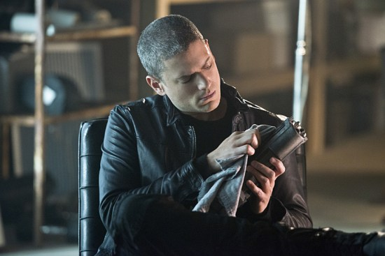 """The Flash """"Family of Rogues"""" Season 2 Episode 3 (10)"""