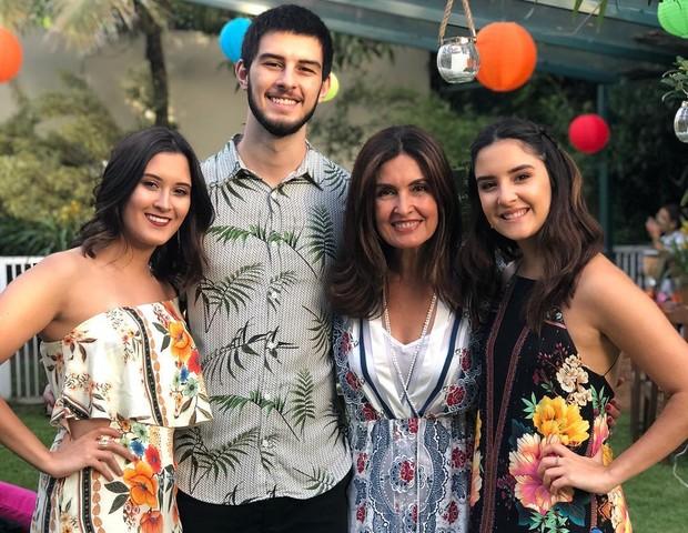 """Fátima Bernardes se orgulha de seus trigêmeos: """"Todos bem encaminhados"""""""