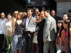 El actor Leonardo García, la productora Elisa Salinas, y la actriz Rossana Nájera, quien debuta como protagonista de telenovelas