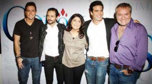 De derecha a izquierda, José Alberto Castro, productor, Victoria Ruffo, protagonista de la telenovela y parte del elenco