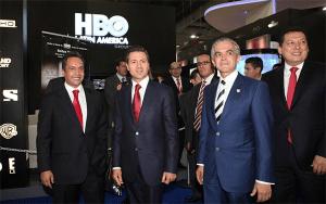 Alejandro Puente, presidente de CANITEC, el presidente de México, Enrique Peña Nieto y el jefe de gobierno del Distrito Federal, Miguel Ángel Mancera