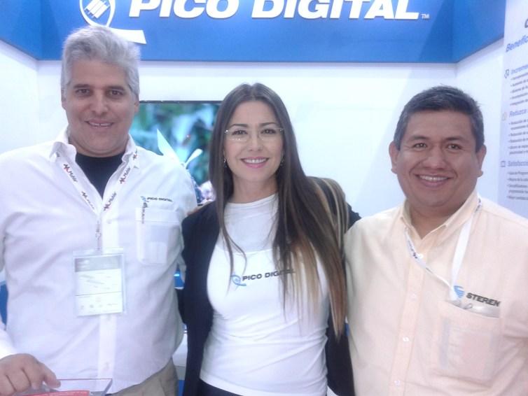 Carlos Faria Hernandez y  Estefania Cadena de PICO DIGITAL con Cesar Castillo de Stenen