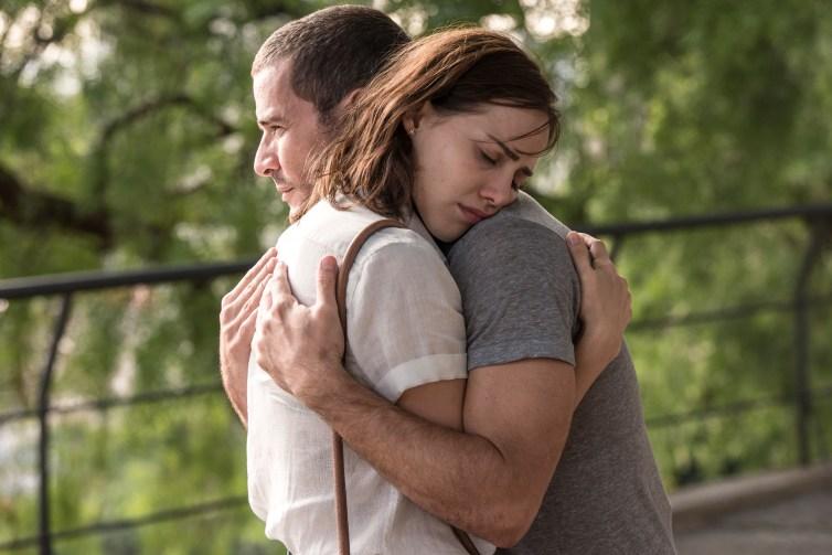 Amanda (Letícia Colin) e  Miguel (Daniel Oliveira).