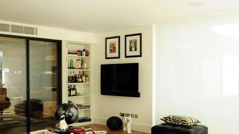 TV MOVING PSE90  Staffa tv motorizzata da parete per tv a