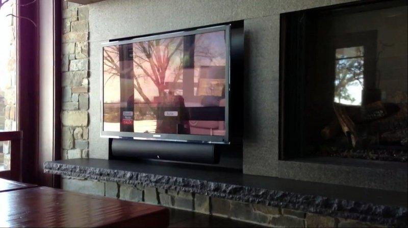TV MOVING QA2  Staffa tv motorizzata da parete per tv a muro con avanzamento e rotazione a bandiera