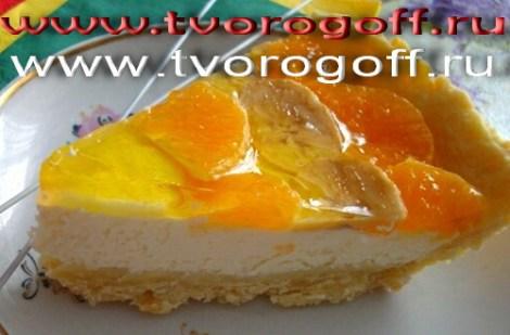 Торт бисквитный творог, желе, фрукты. Торт трехуровневый.