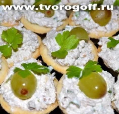 Тарталетки с творогом, сыром острым, яйцами
