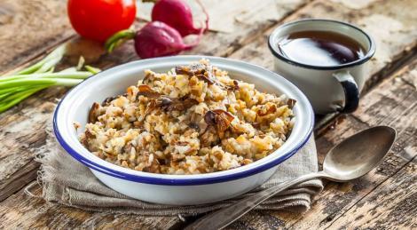 Каша пшено, гречка, рис, грибы, лук. Рецепт каши из трех круп, грибов.