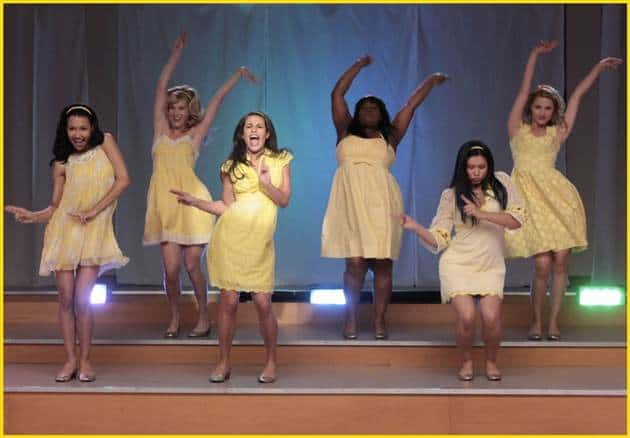 The Glee girls performed a hyper rendition of Halo/Walking on Sunshine