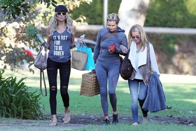 144691, EXCLUSIVE: Kim Richards seen filming her reality show The Real Housewives of Beverly Hills with Yolanda Foster and Brandi Glanville at a Beverly Hills park. Beverly Hills, California - Friday November 6, 2015. Photograph: Sam Sharma, © PacificCoastNews. Los Angeles Office: +1 310.822.0419 sales@pacificcoastnews.com FEE MUST BE AGREED PRIOR TO USAGE