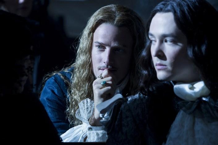 Versailles Evan Williams (Chevalier), Alexander Vlahos (Philippe)